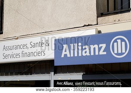 Bordeaux , Aquitaine / France - 01 15 2020 : Allianz Logo Insurance Sign Store Office Wall Brand Fin