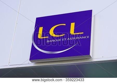 Bordeaux , Aquitaine / France - 09 24 2019 : Le Credit Lyonnais Lcl Banque Et Assurance French Bank