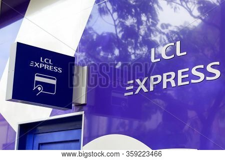 Arcachon , Aquitaine / France - 10 08 2019 : Lcl Express French Bank Signage Logo