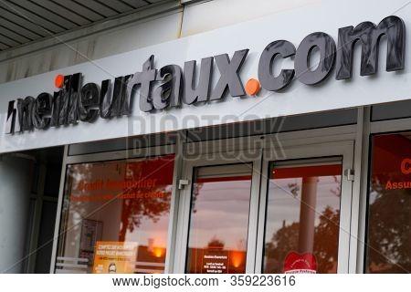 Bordeaux , Aquitaine / France - 11 19 2019 : Meilleurtaux.com Sign Logo Store Meilleur Taux .com Sho