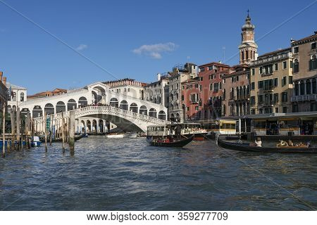Venice, Italy - Febuary 21, 2020: Boats And The Rialto Bridge On The Grand Canal In Venice, Italy On