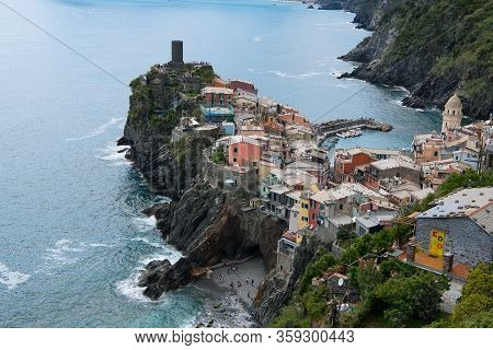 The Village Vernazza, Picturesque Situated At The Ligurian Sea - The Five Villages Of Cinqe Terre Be