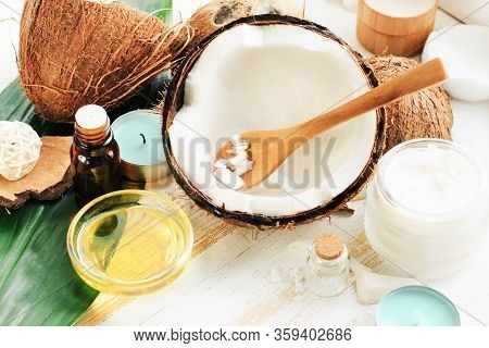 Coconut Oil Natural Cosmetic Skin Care Organic Beauty Treatment, White Fresh Nut Milk And Nourishing