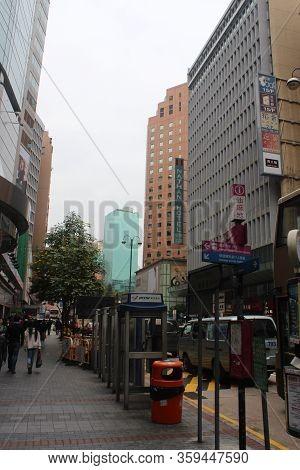 Kowloon, Hk-dec. 7: Nathan Road On December 7, 2016 In Mong Kok, Kowloon, Hong Kong.