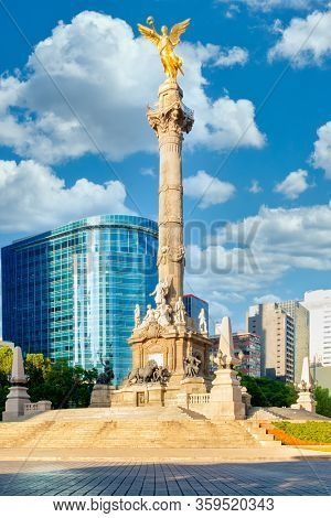 The Angel of Independence at Paseo de la Reforma , a symbol of Mexico City