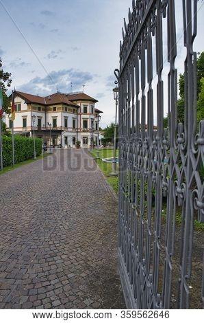 Mogliano Veneto. Italy. June 30, 2017: A Nice Look At Hotel Villa Stucky, With A Long Driveway To Th