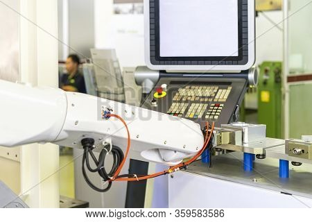 Robot Arm With Fast Or Quick Flexible Holder Clamp During Catch Or Lift Product Workpiece Or Machini