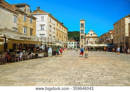 Hvar, Croatia - June 24, 2019: Mediterranean Old Town Square With Restaurants And Street Cafees. Tou