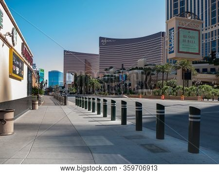 4 April 2020, Las Vegas, Nevada, Usa, Deserted Las Vegas Boulevard Strip Walkway Due To Covid-19 Shu