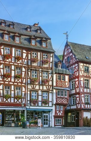 Central Square With A Very Beautiful Historic Half-timbered Houses In Bernkastel-kues, Germany