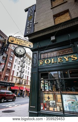 San Francisco, Usa - Oct 3, 2012: Pub Irish House Where Attandees Of Oracle Openworld Conference Had