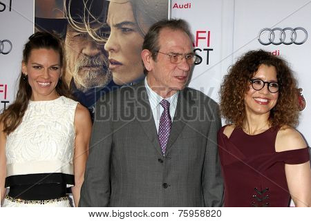 LOS ANGELES - NOV 11:  Hilary Swank, Tommy Lee Jones, Dawn Laurel-Jones at the