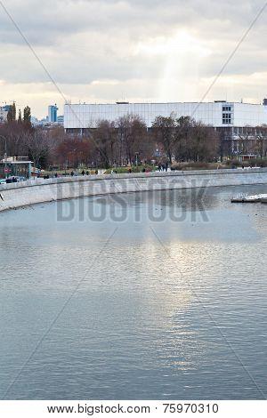 Moskva River, Yakimanskaya Embankment In Moscow