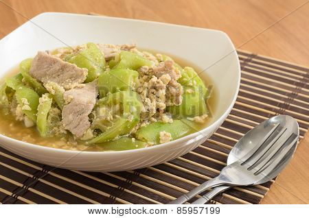 Stir Fried Angled Gourd With Pork And Egg