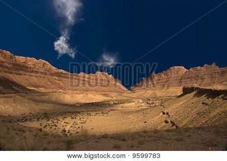 High Resolution Deserty Canyon USA