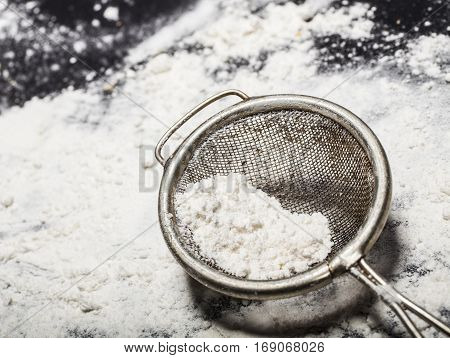 Metal Strainer With Spilling Flour