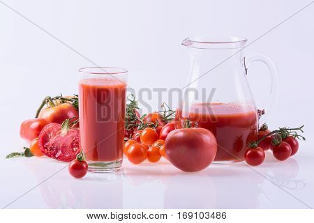 Ripe tomatoes of different sizes and juice . Food background