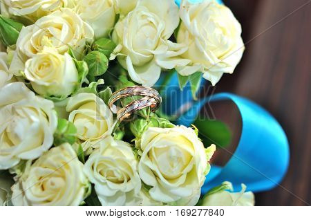 wedding rings and roses in wedding day