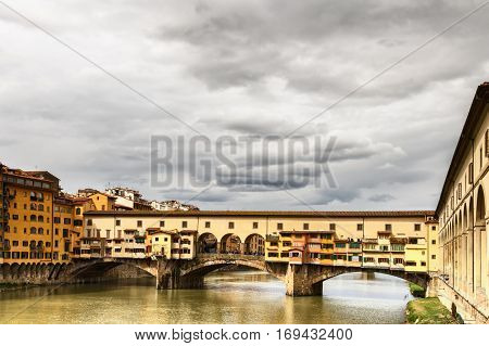 The smelly bridge of the middle Ages turned into the most pathetic sights of Florence