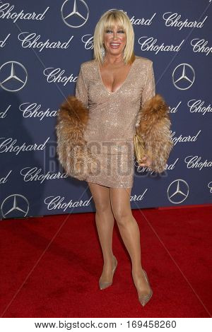 PALM SPRINGS - JAN 2:  Suzanne Somers at the Palm Springs International FIlm Festival Gala at Palm Springs Convention Center on January 2, 2017 in Palm Springs, CA