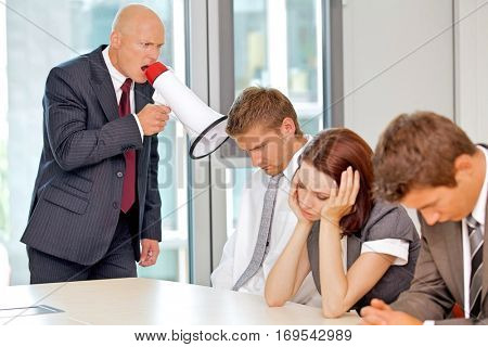 Young confident caucasian businessman screaming on his employee
