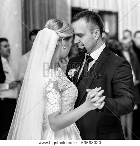 A Black And White Picture Of A Gorgeous Wedding Couple Dancing At The First Time