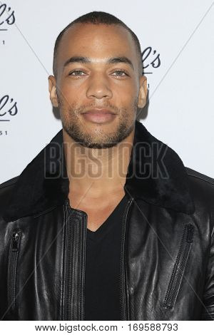 LOS ANGELES - SEP 22:  Kendrick Sampson at the Kiehl's LifeRide for Ovarian Cancer Research at Kiehl's Store  on September 22, 2016 in Santa Monica, CA
