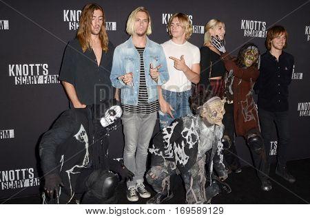 LOS ANGELES - SEP 30:  R5, Rocky Lynch, Ross Lynch, Riker Lynch, Rydel Lynch, Ellington Ratliff at the 2016 Knott's Scary Farm at Knott's Berry Farm on September 30, 2016 in Buena Park, CA