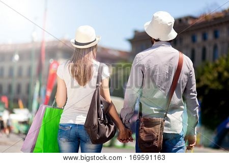 Happy couple of turists shopping in the city