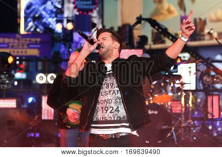 NEW YORK-DEC 31: Recording artist Luke Bryan performs onstage during Dick Clark's New Year's Rockin' Eve at Times Square on December 31, 2015 in New York City.