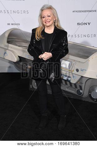 LOS ANGELES - DEC 14:  Jacki Weaver arrives to the