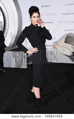 LOS ANGELES - DEC 14:  Sarah Silverman arrives to the