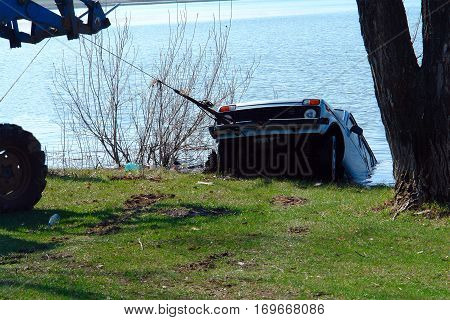 Car sank in the lake. Pull sunk car out of the lake