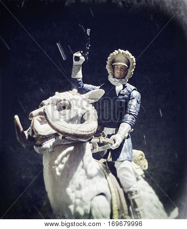 Star Wars The Empire Strikes Back scene recreation of Han Solo riding a TaunTaun on the frozen planet of Hoth - Hasbro Black Series 6 inch action figures