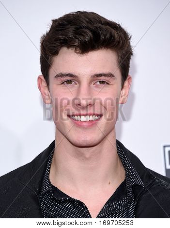 LOS ANGELES - NOV 20:  Shawn Mendes arrives to the American Music Awards 2016 on November 20, 2016 in Hollywood, CA
