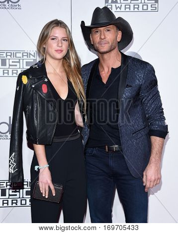 LOS ANGELES - NOV 20:  Tim McGraw and Maggie McGraw arrives to the American Music Awards 2016 on November 20, 2016 in Hollywood, CA