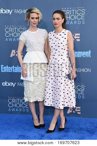 LOS ANGELES - DEC 11:  Sarah Paulson and Amanda Peete arrives to the Critics' Choice Awards 2016 on December 11, 2016 in Hollywood, CA