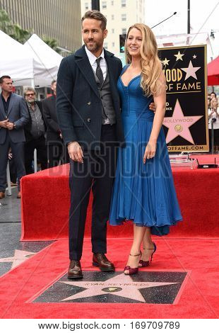 LOS ANGELES - DEC 15:  Ryan Reynolds and Blake Lively arrives to the Walk of Fame honoring Ryan Reynolds on December 15, 2016 in Hollywood, CA