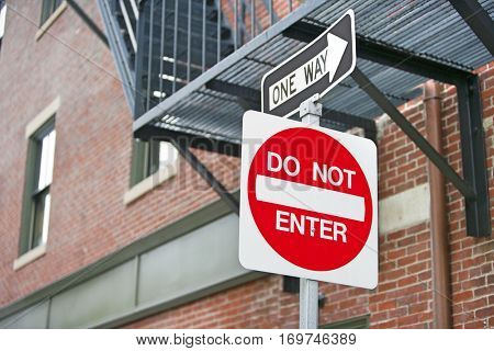 Do Not Enter and One Way sign