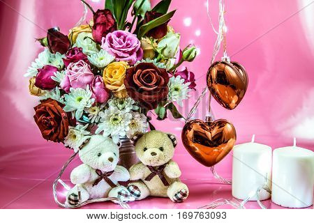 Lovely Couple Bear And Vase Of Bouquet Roses