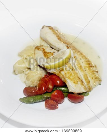 Fish Fillets with Vegetables and Lemon