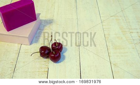 Soap made from cherries Cherries extract Cherry extract make the skin nourishing smoothing and whitening.