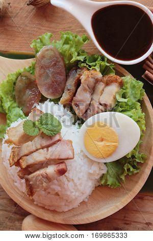 Crispy pork rice with gravy is delicious