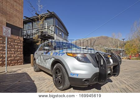 Aspen, Usa - November 20, 2016: Suv Police Car Parked In Front Of The Police Station.