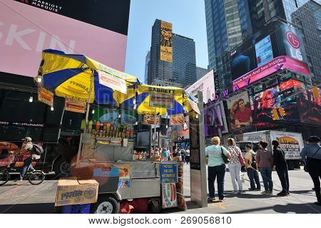 New York City, Usa - August 24 : Street Food Cart In Manhattan On August 24, 2017 In New York City,