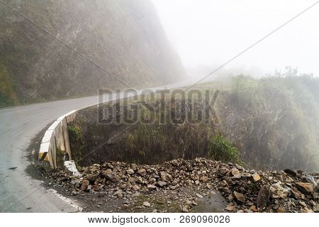 Mountain Road From Olllantaytambo To Quillabamba In Abra Malaga Pass Section, Peru