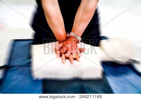 Education Healthcare First Aid Of Cardiopulmonary Resuscitation (cpr) Training Medical Procedure, De