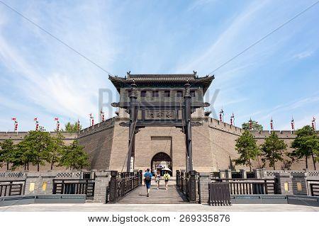 Xian, Shaanxi Province, China - Aug 9, 2018 : Tourists Walking By The Xian City Wall South Gate - Yo