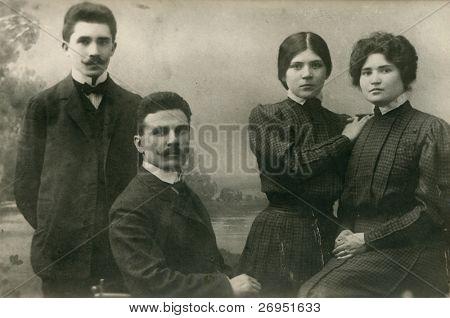 Vintage family photo (circa 1905-1910)