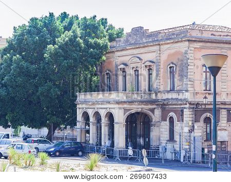 Travel To Italy -  Historical Street Of Catania, Sicily, Historical Buildings